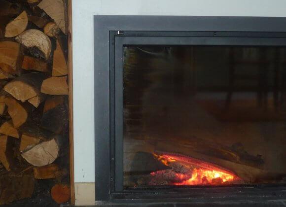 Le feu et sa réserve de bois
